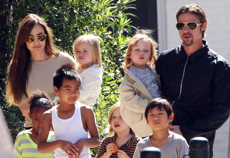 angelina_jolie-and-brad-pitt-family-in-new-orleans