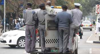 city councils askaris 350x191 - 'I will not pay a bribe, I am not a hawker,' screams journalist arrested by kanjo askaris