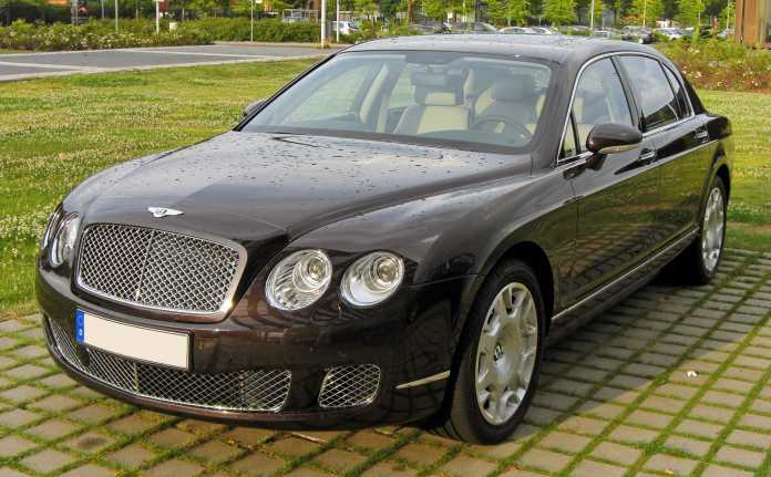 Vera_Sidika_Bentley_Continental_Flying_Spur_Facelift_20090706_front