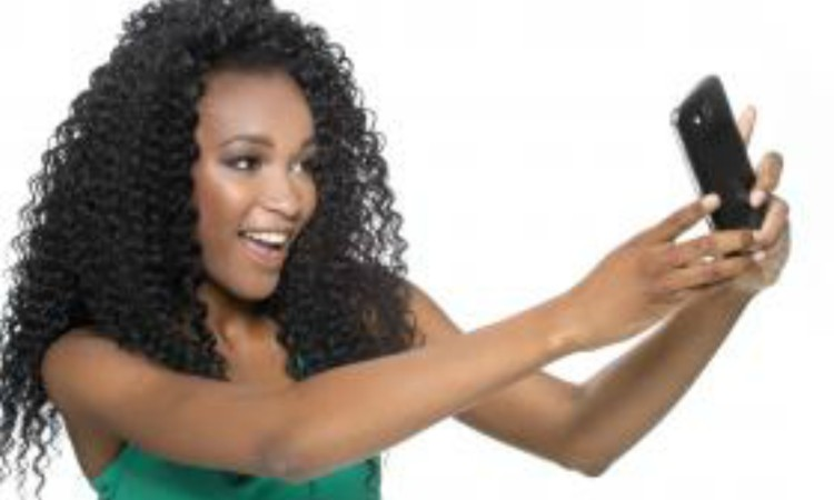 Selfie Photo - Characteristics of a girlfriend who doesn't care about you